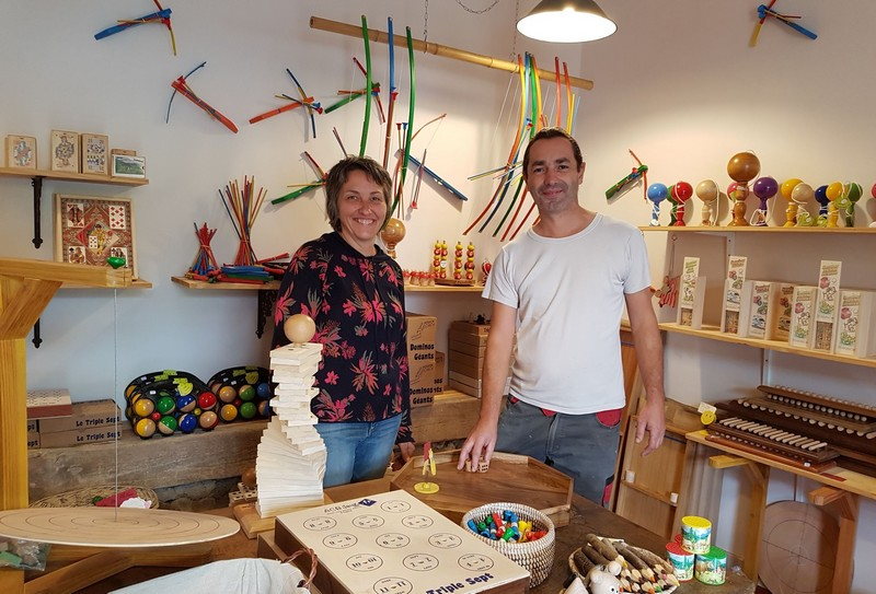 Fabrication artisanale de jeux en bois et de casse tete en bois dans le loiret.